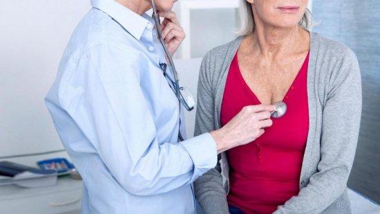 Женщина в возрасте у врача